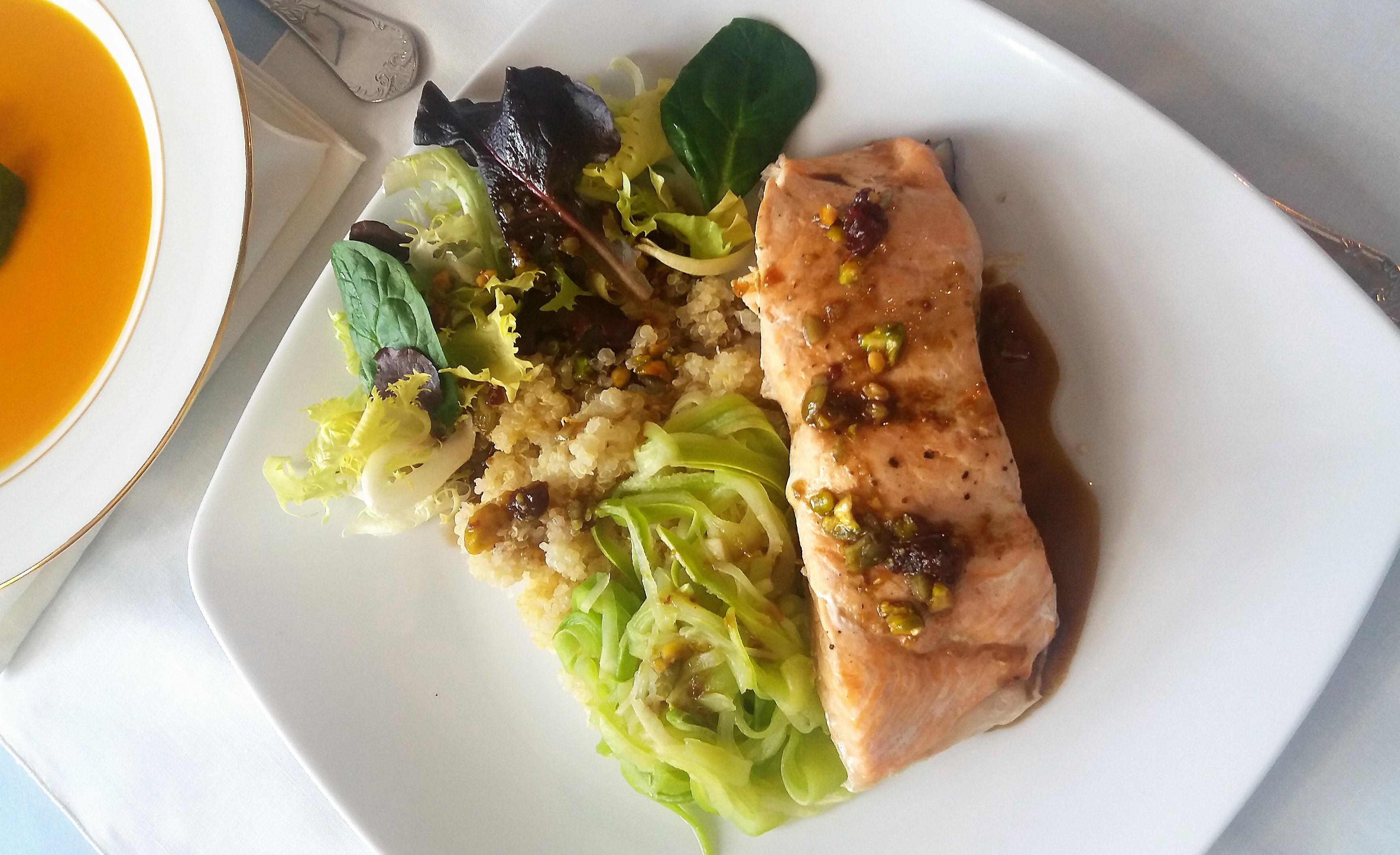 Salmón con zoodles de calabacín y quinoa con Thermomix®