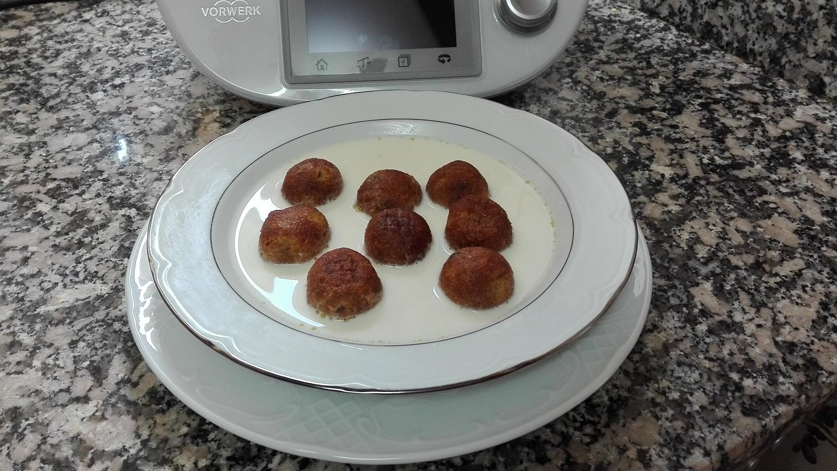 Albóndigas de pescado con caldo con Thermomix®