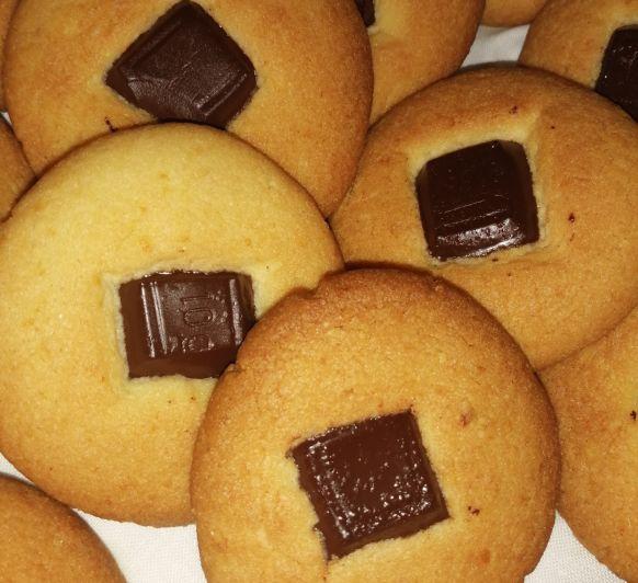 Galletas de almendras con chocolate negro