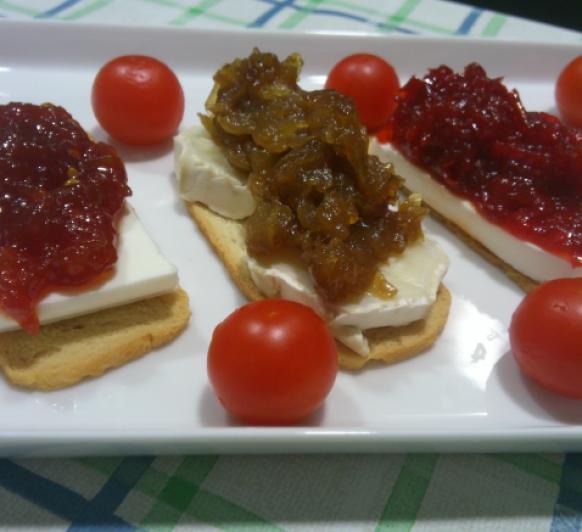 Mermelada de Tomate,Confitura de pimientos y Cebolla Caramelizada