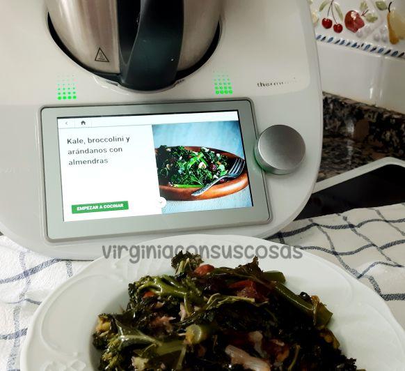 Kale, broccolini y arándanos con almendras con Thermomix®