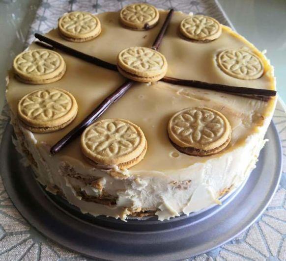 Tarta de galletas de chocolate y chocolate blanco