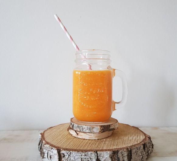 Zumo integral de naranja y zanahoria